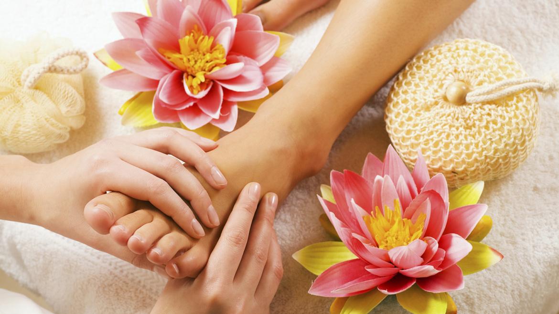 Foot Massage (Rose bath salts)